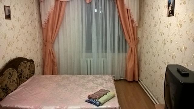 Однокомнатная квартирапосуточно в Ялте. Центр Ялты район, ул. Боткинская, 8. Фото 1