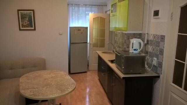 2-кімнатна квартираподобово у Ялті, Центр Ялти район, вул. Боткинська, 8. Фото 1