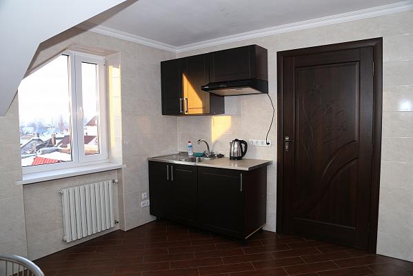 Трехкомнатная квартирапосуточно в Черновцах, Первомайский район, ул. Кишинёвская, 56А