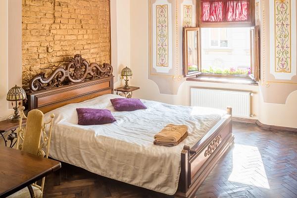 Двухкомнатная квартирапосуточно в Львове. Галицкий район, ул. Галицкая, 9б. Фото 1