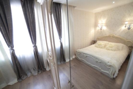 Трехкомнатная квартирапосуточно в Ильичёвске (Черноморске), ул. 1-го Мая, 1Г. Фото 1