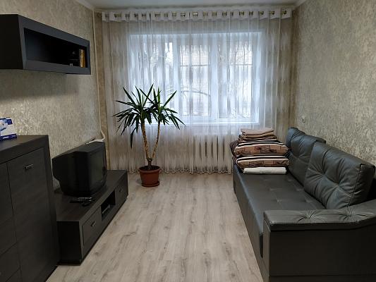 Трехкомнатная квартирапосуточно в Кривом Роге, Саксаганский район, ул. Содружества, 83. Фото 1