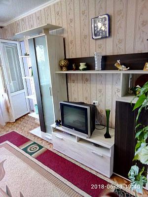 Двухкомнатная квартирапосуточно в Южном, пр-т Григорьевского Десанта, 10. Фото 1