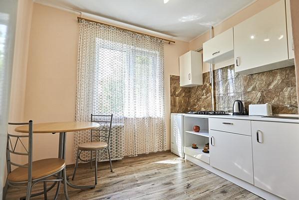 Однокомнатная квартирапосуточно в Ровно, ул. Киевская, 81. Фото 1