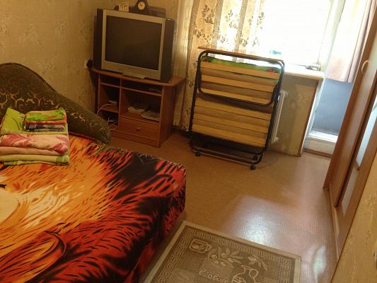 Однокомнатная квартирапосуточно в Ильичёвске (Черноморске), ул. Александрийская, 18. Фото 1