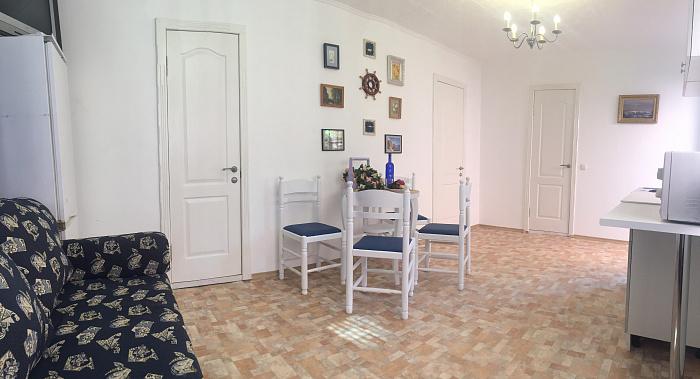 Дом посуточно в Лебедевке, ул. Центральная, 11