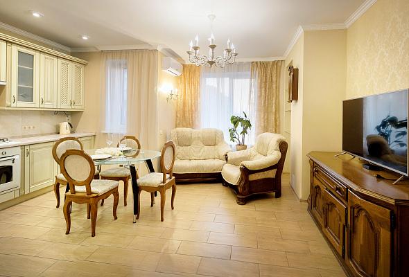 Трехкомнатная квартирапосуточно в Ивано-Франковске, ул. Дворовая, 9. Фото 1