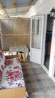 Мини-отель посуточно в Каролино-Бугазе, ул. Вокзальная, 32а
