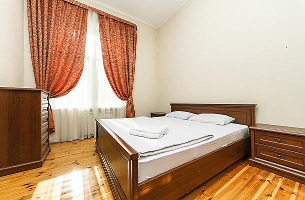 Двухкомнатная квартирапосуточно в Киеве, ул. Большая Васильковская, 26. Фото 1