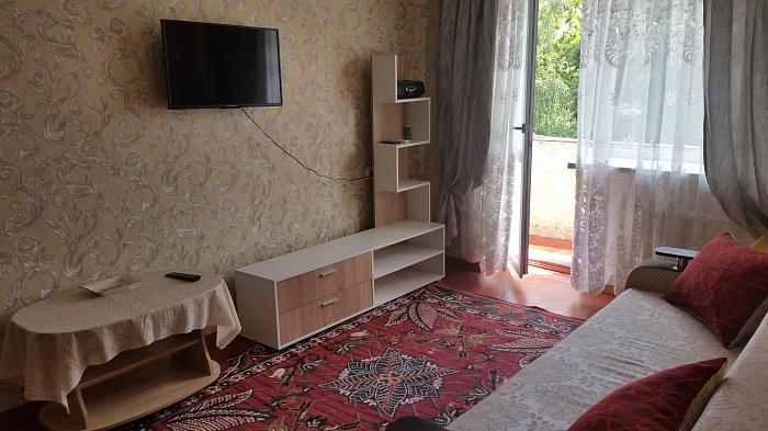 Двухкомнатная квартирапосуточно в Ильичёвске (Черноморске). пр-т Мира, 25. Фото 1