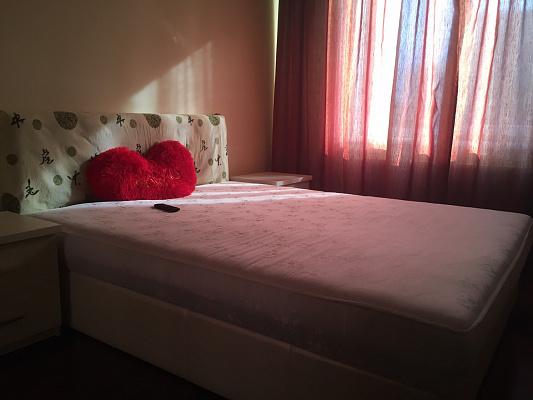 Двухкомнатная квартирапосуточно в Ивано-Франковске. ул. Длинная, 35. Фото 1