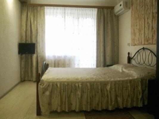 Однокомнатная квартирапосуточно в Кировограде (Кропивницком), Кировский район, пр-т Е. Тельнова, 3