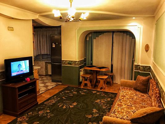 Трехкомнатная квартирапосуточно в Луцке. ул. Степана Бандеры, 18. Фото 1