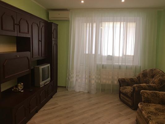 Двухкомнатная квартирапосуточно в Ильичёвске (Черноморске). ул. Паркова, 48. Фото 1