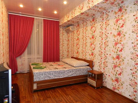 Двухкомнатная квартирапосуточно в Запорожье. Ленинский район, ул. Трегубенко, 12. Фото 1