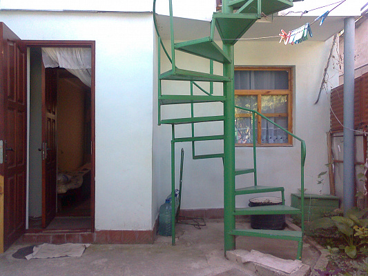 Двухкомнатная квартирапосуточно в Феодосии. ул. Речная, 20. Фото 1