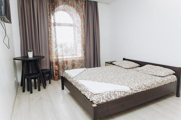Однокомнатная квартирапосуточно в Ивано-Франковске, ул. Железнодорожная, 49. Фото 1