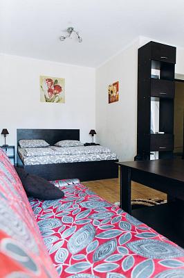 Однокомнатная квартирапосуточно в Ивано-Франковске. ул. Железнодорожная, 49. Фото 1
