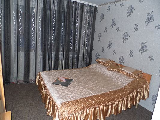 Трехкомнатная квартирапосуточно в Виннице. Старогородский район, Короленка, 31. Фото 1