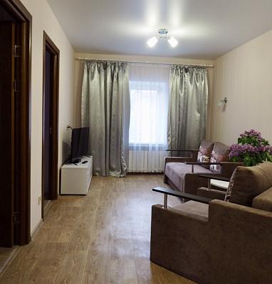 Трехкомнатная квартирапосуточно в Полтаве. Киевский район, ул. Олеся Гончара, 20. Фото 1