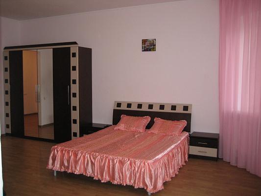 Двухкомнатная квартирапосуточно в Ильичёвске (Черноморске). ул. Парковая, 6. Фото 1