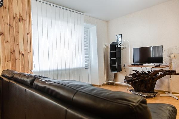 Однокомнатная квартирапосуточно в Смеле, ул. Севастопольская, 56. Фото 1