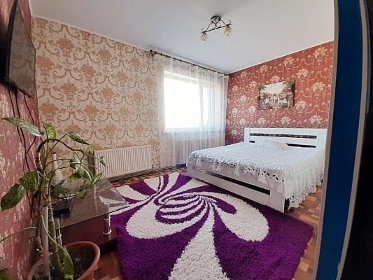 Трехкомнатная квартирапосуточно в Кировограде (Кропивницком). ул. Яновского, 59. Фото 1