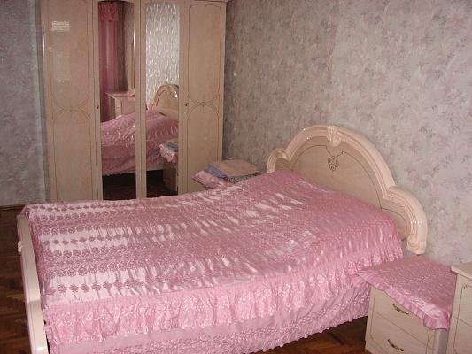 Трехкомнатная квартирапосуточно в Житомире. ул. Мазепы, 98. Фото 1