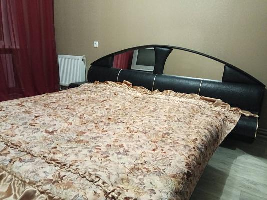 Трехкомнатная квартирапосуточно в Никополе, ул. Шевченко, 223/1. Фото 1