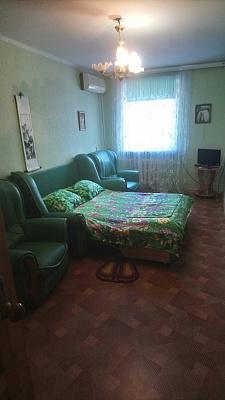 Трехкомнатная квартирапосуточно в Севастополе. Ленинский район, ул. Гоголя, 20А. Фото 1