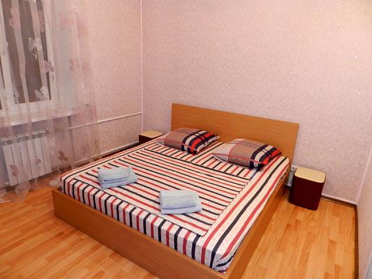 Двухкомнатная квартирапосуточно в Запорожье, Орджоникидзевский район, ул. 12-го Апреля, 3. Фото 1