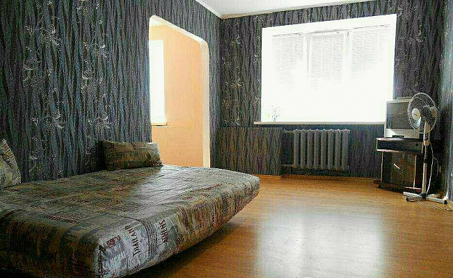 Двухкомнатная квартирапосуточно в Чернигове, Деснянский район, пр-т Мира, 47. Фото 1
