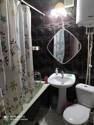 Однокомнатная квартирапосуточно в Мариуполе, Центральный район, б-р Шевченко, 68
