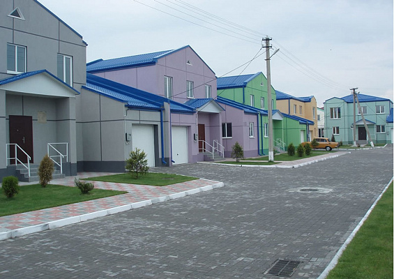 Двухкомнатная квартирапосуточно в Днепродзержинске (Каменском), ул. Коттеджная  (котеджный городок голубое озеро), 47а