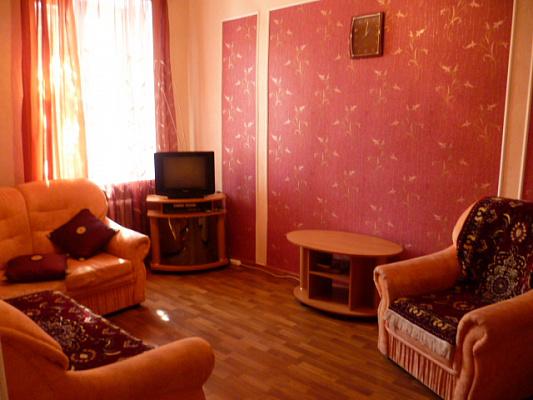Двухкомнатная квартирапосуточно в Луганске, Ленинский район, ул. Советская, 45. Фото 1