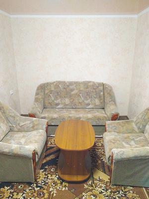 Двухкомнатная квартирапосуточно в Ахтырке, ул. Независимости, 21. Фото 1
