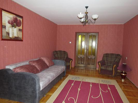 Трехкомнатная квартирапосуточно в Луцке, ул. Кравчука, 44