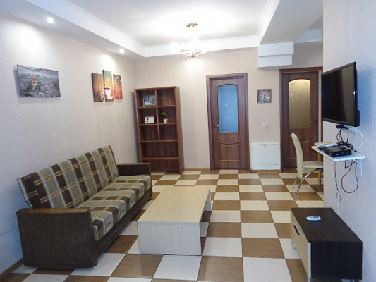 Трехкомнатная квартирапосуточно в Черкассах, б-р. Шевченка, 150