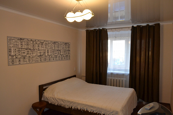 Однокомнатная квартирапосуточно в Каменце-Подольском, ул. Соборная, 33