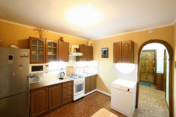Двухкомнатная квартирапосуточно в Южном, ул. Строителей, 3. Фото 1