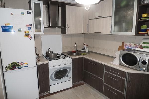 Трехкомнатная квартирапосуточно в Южном, ул. Химиков, 22. Фото 1