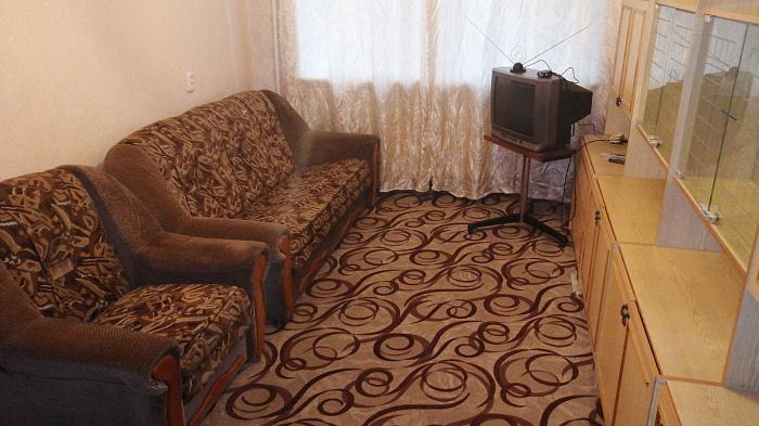 Двухкомнатная квартирапосуточно в Прилуках, ул. 1 Мая, 111. Фото 1
