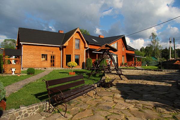 Мини-отель посуточно в Лазещине, ул. Центральная, 1074. Фото 1