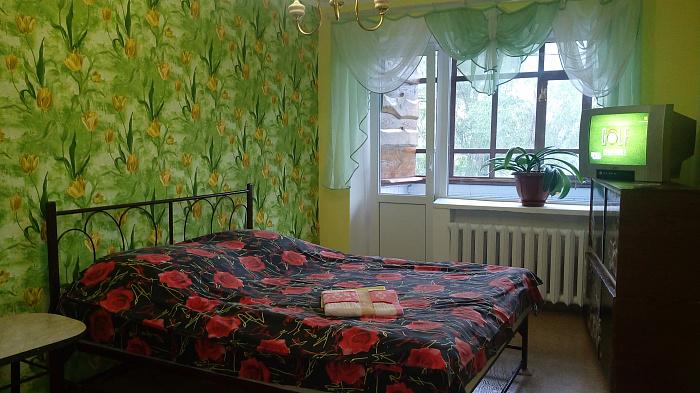 Однокомнатная квартирапосуточно в Изюме, ул. Покровская, 26. Фото 1