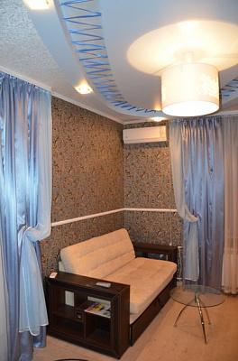 1-комнатная квартира посуточно в Макеевке. зеленый, 42. Фото 1