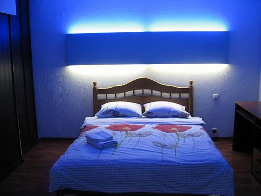 2-комнатная квартира посуточно в Харькове. Краснозаводской район, пр-т Гагарина, 62. Фото 1