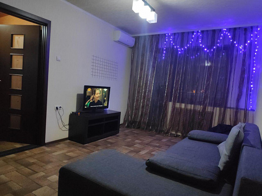 2 rooms apartments daily Dnepr, Amur-Nizhnedneprovskiy district, ул. Калиновая, 79. Photo 1