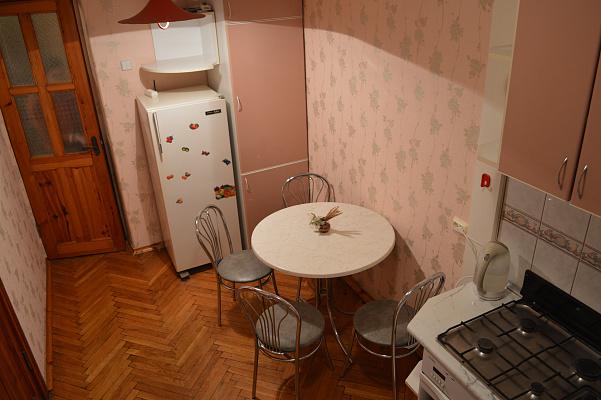 Двухкомнатная квартирапосуточно в Черкассах. б-р Шевченко, 272. Фото 1