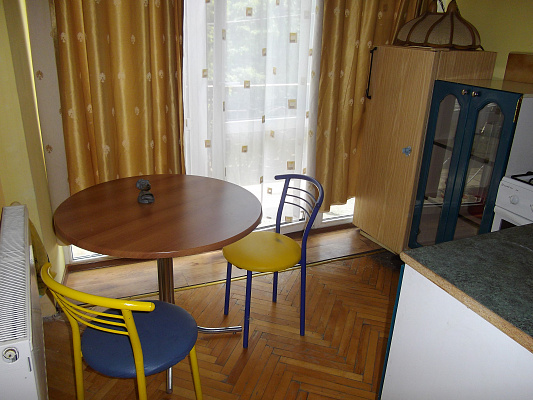 1-комнатная квартира посуточно в Ужгороде. ул. Собранецкая, 27. Фото 1