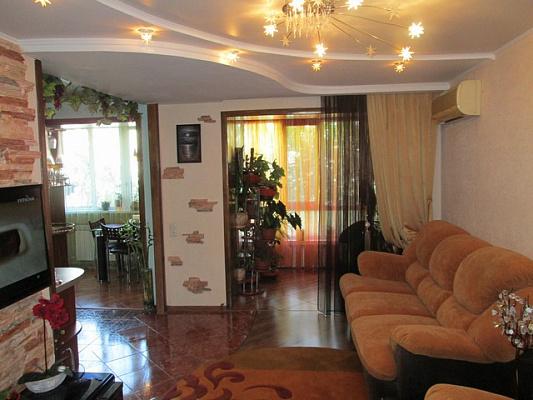 Двухкомнатная квартирапосуточно в Алуште. Ленина, 49. Фото 1